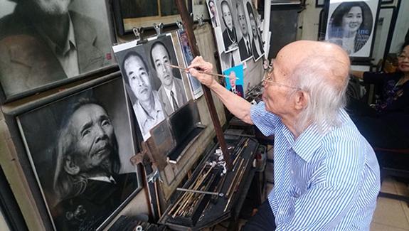 Người họa sỹ già vẽ tranh truyền thần