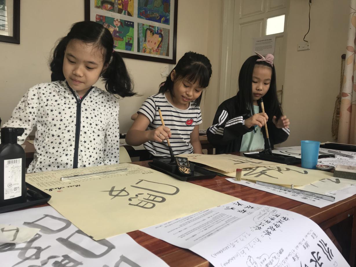 Thư pháp Nhật Bản qua nét bút tuổi thơ