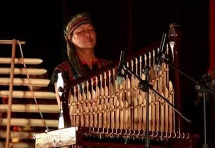 Nối dài tình yêu với âm nhạc dân tộc