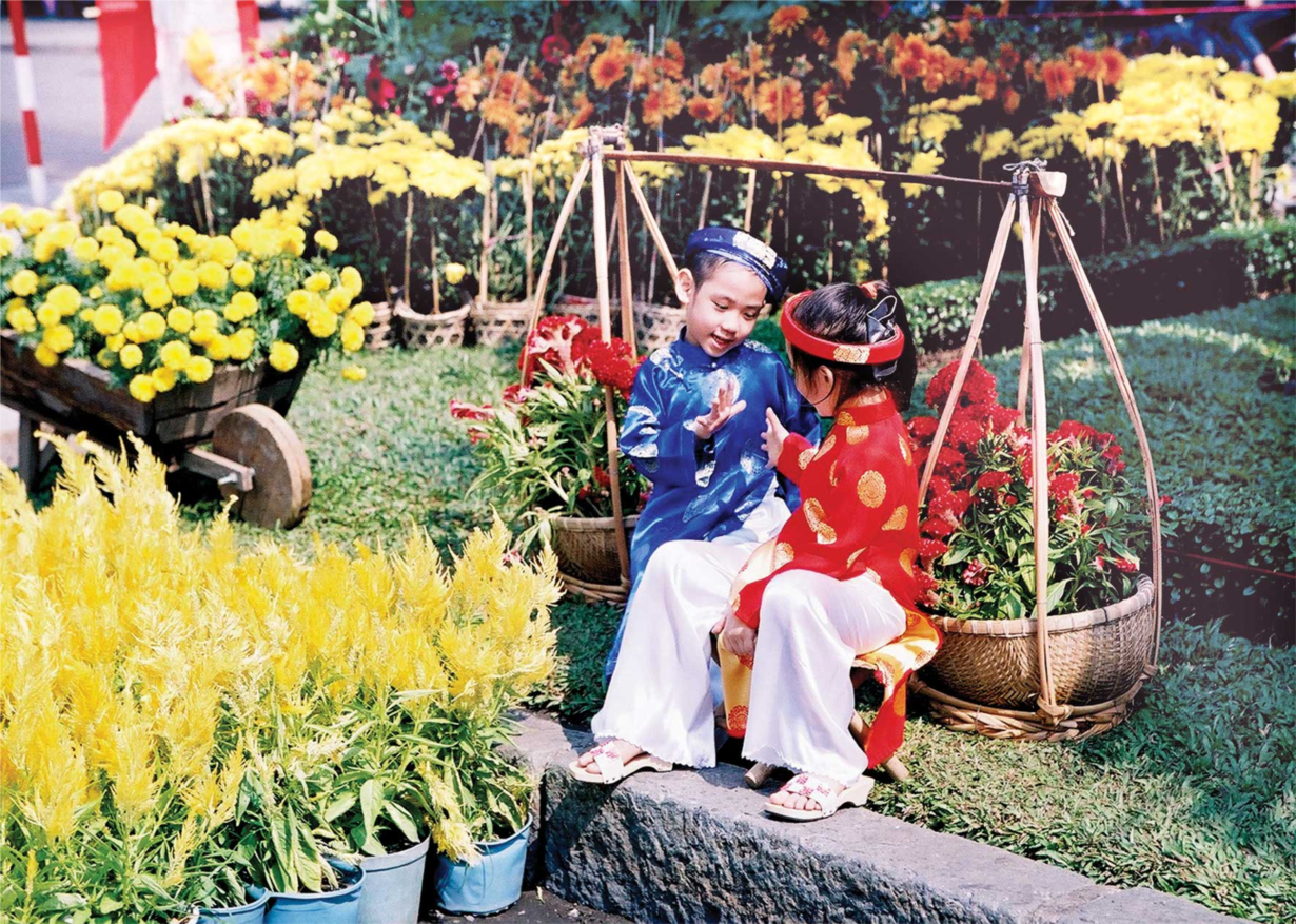 Em đi chơi Tết: Tết truyền thống trong mắt trẻ thơ