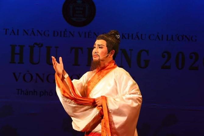 NSƯT Hoàng Tùng - Kẻ đắm đuối với nghiệp cầm ca
